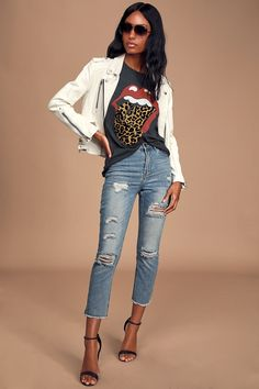 Keep it classically cool when you're rockin' the DAYDREAMER Rolling Stones Leopard Tongue Tour Washed Black Graphic Tee! Cotton tee with Rolling Stones logo. Rocker Chic Outfit, Rocker Chic Style, Rocker Chic Fashion, Rocker Look, Edgy Style, Graphic Tee Outfits, Graphic Tees, Edgy Outfits, Nice Outfits