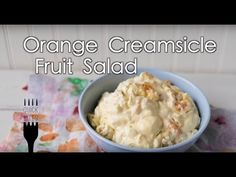 Ready for a fresh summer recipe that will really cool you down? This Orange Creamsicle Fruit Salad is the perfect side dish to give a really sweet quick at a party or picnic. Whether you love everything fruit related or are just getting your daily do Jello Recipes, Dessert Recipes, Jello Desserts, Cranberry Jello Salad, Dessert Salads, Jello Salads, Fruit Salads, Orange Creamsicle, Orange Salad