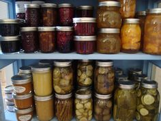 a blog dedicated to canning! yes please.