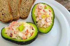 Ensalada de surimi con aguacate (usar complementos como crema y mayonesa con moderación).