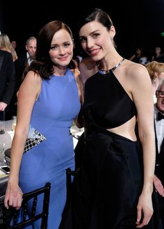 Pin for Later: 76 Moments From the SAG Awards That You Probably, Definitely Missed  Pictured: Alexis Bledel, Jessica Paré