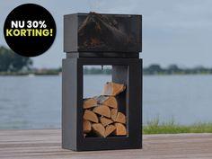 De Elite vuurschaal is een echte sfeermaker voor in uw tuin! Naast sfeer geeft het vuur extra warmte af om langer te kunnen genieten. Door het ontwerp is het gemakkelijk om de houtblokken onderin de vuurtafel op te bergen. De vuurschaal is voorzien van een grote bak waarin meerdere houtblokken kunnen worden geplaatst. Bird Feeders, Firewood, Texture, Outdoor Decor, Crafts, Home Decor, Products, Homemade Home Decor, Surface Finish