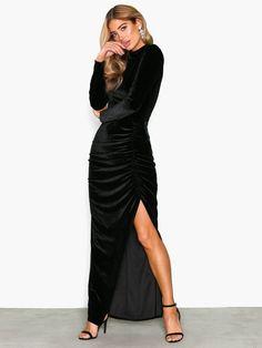 Shoppa NLY Eve Drapy Velvet Gown | Festkjoler - Nelly.com Velvet Gown, Eve, Hollywood, Gowns, Dresses, Fashion, Scale Model, Vestidos, Vestidos