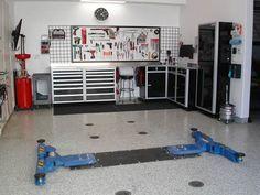 Modern Garage Interior Design Ideas, storage, organization...... And organized garage... What a dream!