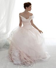 Gorgeous wedding gown by Le Spose di Gio Italy #Wedding
