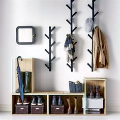 Cool and Creative DIY Coat Rack Ideas (1) // focus on the minimal essentials: plan your entryway with home decor inspiration that revolves around the simple, clean, modern, and scandinavian #coatracksmodern