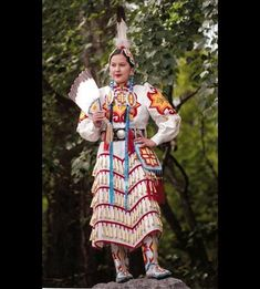Jinglers have a hard workout dance plus their fancy dress prices are fenaminal and expensive! Native American Regalia, Native American Clothing, Native American Beauty, Western Comics, Fancy Shawl Regalia, Jingle Dress Dancer, Powwow Regalia, Women In History, Dance Outfits