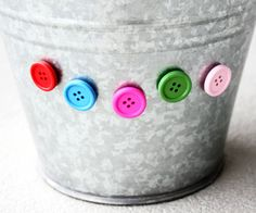Button magnets! Cute!  {via Morning Creativity}  #tutorial #buttons
