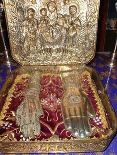 Relic of the right hand of St. Paraskevi is kept at the Monastery of St. Paraskevi in the villlage of Kinopiastes in Kerkyra, Corfu Incorruptible Saints, Catholic Relics, John Chrysostom, Orthodox Christianity, The Monks, Spiritual Life, Memento Mori, Religious Art, Holy Spirit