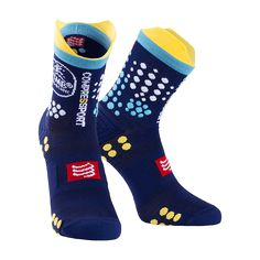The already famous Pro Racing Trail Socks are here revisited to offer even more strength and stability to the feet while you focus on your performance. Support is given in various ways: a 360° arch support, stability wings and 3D dots. These innovative technologies procure support, allow the right foot postures and stimulate blood circulation.