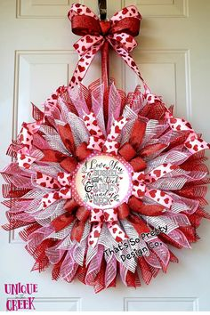 I love you...a bushel and a PECK! This adorable DIY Valentine's wreath created by That's So Pretty Design was crafted using a Unique in the Creek DIY wreath board! DIY wreath projects have never been easier! Create your very own DIY winter wreath decor, DIY homemade gifts and so much more at Unique in the Creek! Shop our wreath boards and DIY wreath kits and get creating TODAY: #uitc #diywreath #diyvalentinesday Easy Valentine Crafts, Valentine Wreath, Valentines Day Decorations, Frame Wreath, Diy Wreath, Easy Diy Gifts, Homemade Gifts, Craft Stick Crafts, Kids Crafts