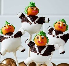 Ooh Oompa-Loompas! These incredible Charlie and the Chocolate Factory inspired cake pops have to be the most creative use of marshmallows and chocolate on the internet.
