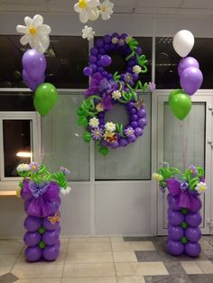 This is an awesome use of color and texture. By mixing cloth in with balloons of several different sizes and shapes, but staying within the butterflies and flowers theme is well thought out.