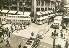 Thomas rode buses like this. Chicago Buildings, Chicago Photography, Vintage Photography, Chicago River, Chicago Photos, State Street, My Kind Of Town, North America, City Photo