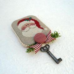 Scoprite quali sono le migliori idee regali per Natale da realizzare con il punto croce