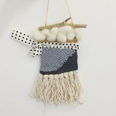 Mon premier tissage workshop @charlienaninana chez @dattalibrairie #tissage #weaveweird #diy #weaving #merino #tissagemural #wall