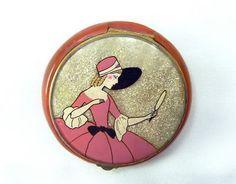 Bakelite Lady Glitter Compact (06/15/2011)  So feminine.
