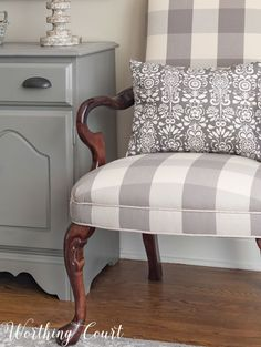 Farmhouse Dining Room Makeover Finishing Touches – salle a manger ferme Fabric Dining Room Chairs, Farmhouse Dining Chairs, Living Room Chairs, Dining Furniture, Dining Rooms, Country Furniture, Dining Tables, Patterned Chair, Dining Room Design