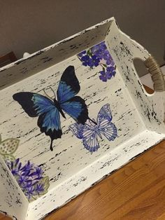 Contact Nilgün directly Source by teresitatomasi The post Contact Nilgün directly appeared first on Wooden. Decoupage Wood, Decoupage Furniture, Decoupage Vintage, Decoupage Ideas, Painted Trays, Hand Painted, Wooden Trays, Wood Crafts, Diy And Crafts