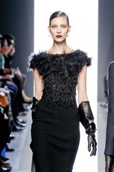 Bottega veneta follow in guccis footsteps with a dark gothic lip and minimal eyes.