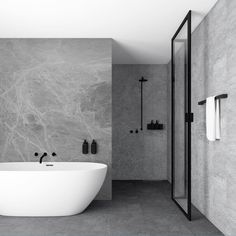 New Yorker Brusevæg uden sprosser Bad Inspiration, Bathroom Inspiration, Bathroom Design Luxury, Home Interior Design, Modern Luxury Bathroom, Contemporary Bathrooms, Dream Bathrooms, Beautiful Bathrooms, Men's Bathroom