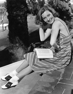 French actress of the Michele Morgan. Morgan, Classic Actresses, French Actress, Vintage Beauty, Candid, Hair Inspiration, Behind The Scenes, Take That, Hollywood