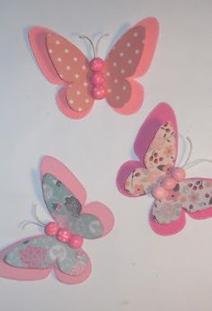 In questo e nei prossimi post, vi mostro delle farfalle in cartoncino colorato. Diy Butterfly Decorations, Paper Butterfly Crafts, Butterfly Party, Butterfly Wall Art, Paper Butterflies, Paper Flowers Diy, Paper Crafts, Butterfly Mobile, Butterfly Template