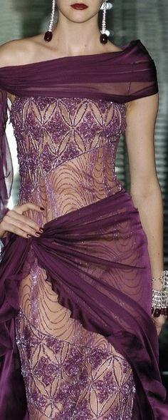 Classy... VALENTINO | 2004 Collection. Classic. |= (THE GOWN BOUTIQUE)