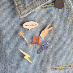 Esmalte de la manera Broche Pines Botón 6 unids/set Lindo CartoonMusic nota la Mano Flecha Relámpago Chaqueta Insignia Del Collar Joyería de Las Mujeres