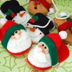 These mini christmas slipper ornaments make the perfect little stocking stuffers. Stuff the little slippers with some hugs and kisses to make them extra sweet. Christmas Clay, Christmas Ornaments To Make, Christmas Party Decorations, Christmas Gift Wrapping, Christmas Love, Felt Ornaments, Christmas Crafts, Diy Projects Handmade, Navidad Diy