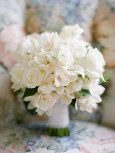 Here are 20 romantic white wedding bouquet ideas we love.