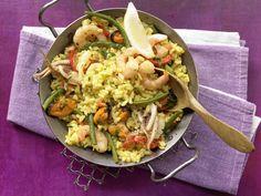 Bringt das Urlaubs-Feeling direkt nach Hause: Meeresfrüchte-Paella mit Safran und Gemüse - smarter - Kalorien: 690 Kcal   Zeit: 30 min. #spanien #paella #urlaub