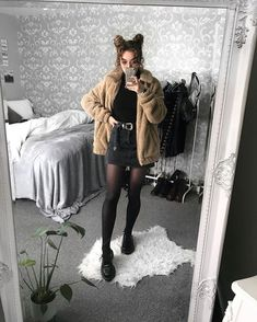 These hipster outfits reveal a blend of several patterns, time frame durations, or ethnic traditions. Grunge Outfits, Hipster Outfits, Edgy Outfits, Mode Outfits, Fall Outfits, Fashion 90s, Grunge Fashion, Look Fashion, Winter Fashion