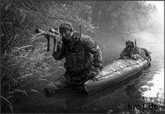 Nicht nur bei den Inuit (Eskimos) in der Arktis, sondern auch bei sehr vielen Armeen und Spezialkräften ist das Kajak im Einsatz. Ob bei den US Navy Seals, der Russischen Armee, den Kampfschwimmereinheiten der Bundesmarine, oder auch der Französischen Armee.
