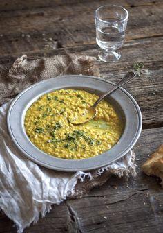 La lentille est une légumineuse qui ne contient presque pas de lipides et qui est riche en protéines végétales. Les végétariens l'adorent et, contrairement à ce que beaucoup de gens croient, elle est vraiment facile à cuisiner.