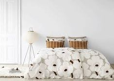 Marimekko is easy to recognize because of its patterns and colors that particularly fascinate me. And the best of all is that its designs can be found . How To Dress A Bed, Boho Room, Marimekko, Eclectic Decor, Home Bedroom, Decoration, Home And Living, Living Spaces, Sweet Home