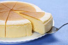 どっしりとしたクリームチーズ満載のニューヨークスタイルのチーズケーキのご紹介です。重くて、とてもクリーミィーでリッチですが、何故か病み付きになりそうなケーキです。あっさり系のデザートに少々飽きた時、是非お試し下さい。