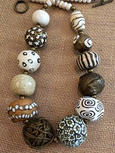 Polymer Clay Projects, Polymer Clay Creations, Polymer Clay Necklace, Polymer Clay Earrings, Handmade Beaded Jewelry, Ceramic Jewelry, Beads And Wire, How To Make Beads, Wooden Beads