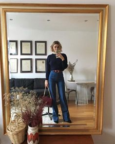 5 accounts to for ultimate french girl inspiration the closet heroes 5 business casual outfits for working men 70s Fashion, French Fashion, Look Fashion, Fashion Outfits, Minimalist Fashion French, Womens Fashion, Parisian Fashion, Fashion Trends, Latest Fashion