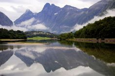 Reflejo en el fiordo de Molde (Alesund, Noruega) by jfraile (OFF/ON slowly), via Flickr