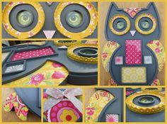 Mooie donkergrijze fotolijst in de vorm van een uil. Bekleed met geel PIP behang en leuke kantjes. Een echte blikvanger !