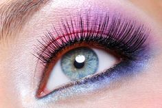 Purple eyeshadow with perfect stunning lashes http://fortebellezza.com/eyelash-curler-pink