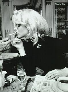 """Vive Le Chic"", Vogue Germany, September 1995  Photographer : Pamela Hanson  Model : Eva Herzigova"