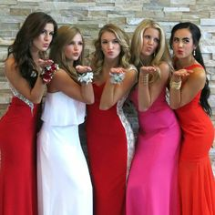 13 Prom Poses We All Did With Our Friends, Because No Photo Shoot Was Complete Without Pretending To Be Charlie's Angels