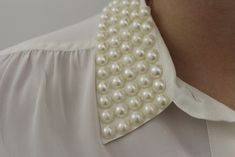 Today's DIY is a little different than usual, as I'm collaborating withKiley and Caitlin. They are each styling their own pearl collar tops today on their blogs. This certainly isn't the first (...