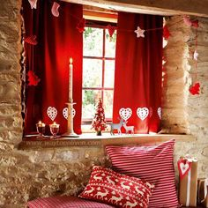 Do you love Red color? Then this room decoration is just for you