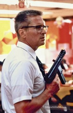Falling Down - Publicity still of Michael Douglas. The image measures 1077 * 1664 pixels and was added on 13 June Robert Duvall, Robert Redford, Marvel Actors, Rich Man, Fight Club, Movie Photo, Falling Down, Classic Movies, Pulp Fiction