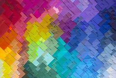 Fazer combinação de cores exige técnica. Esse guia vai ensinar tudo para você fazer as mais lindas misturas e valorizar suas peças no artesanato. Veja!
