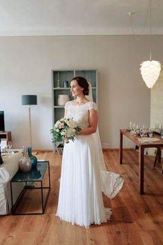 #bride #gettingready #dressing #weddinginspiration Margarita, Dressing, Wedding Inspiration, Bride, Wedding Dresses, Fashion, Wedding Bride, Bride Gowns, Wedding Gowns