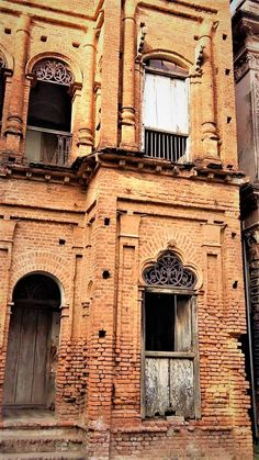 Panam City is one of the 100 Destroyed Historic Cities in the World. World Monument Fund enlisted Panam Nagar in the list of 100 worl. Archaeological Discoveries, Archaeological Site, Ruined City, Architecture Old, Kolkata, Ancient History, Abandoned, Building A House, Places To Visit